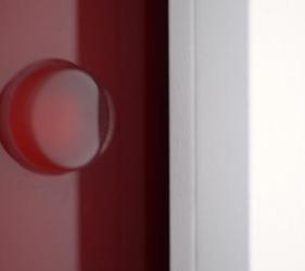 particolare porta in cristallo senza coprifilo